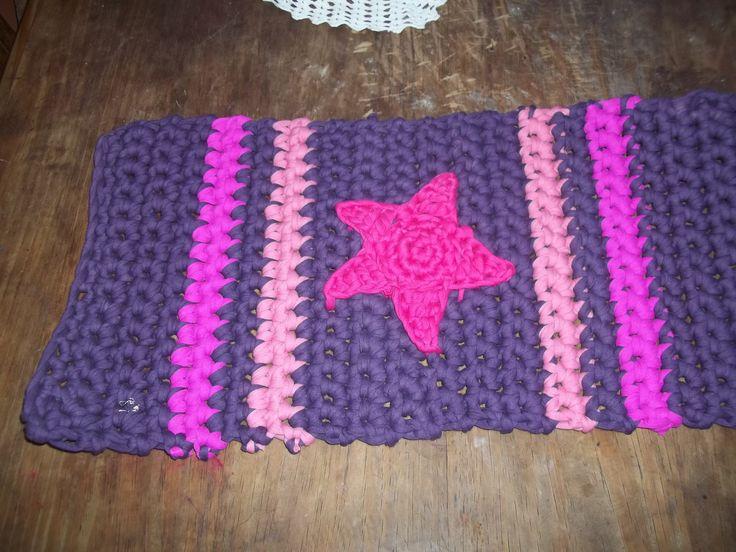 alfombra tejida al crochet con aplique tejido