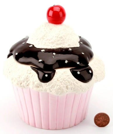 cupcake cookie jar-- love this one, that fudge looks so real