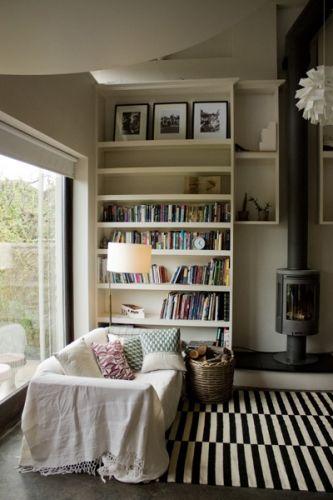 Monochrome living room http://www.myhomerocks.com/2012/03/beautiful-laid-back-home-design-by-ekaterina-voronova/