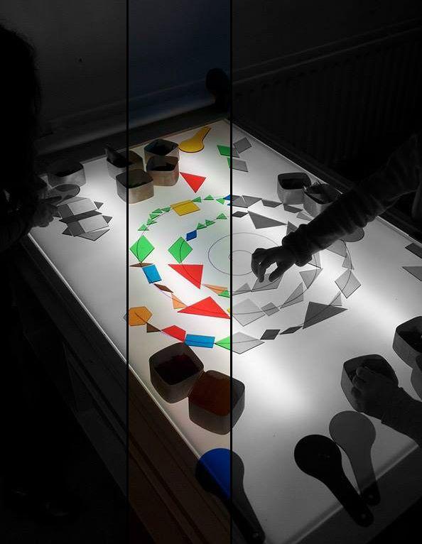 vormen, kleuren en patronen op de lichttafel - ontdekkend leren.