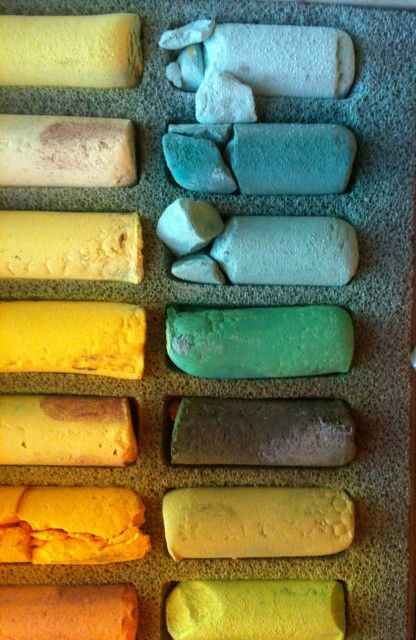Sennelier Soft Pastels à l'Écu: Believe it or not, 3rd from top right is closest to @Lola McGinnis's Emerald Green!