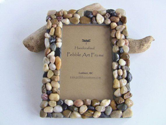 Decorar marcos de fotografía con piedras