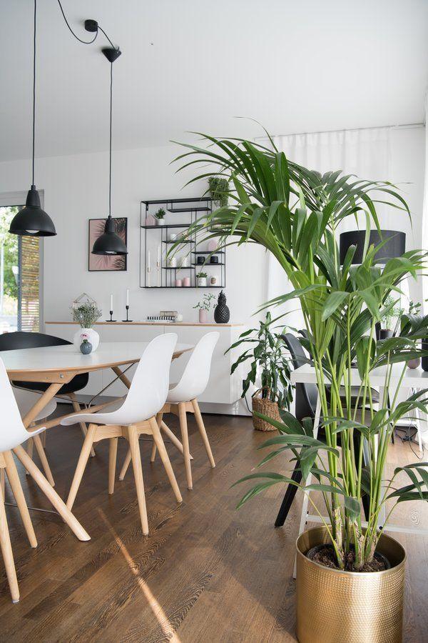 Braun, Grün Und Weiß | SoLebIch.de Foto: Sori Writes #solebich #esszimmer  #ideen #Wandgestaltung #skandinavisch #tisch #einrichtung #stühle #stuhl ...