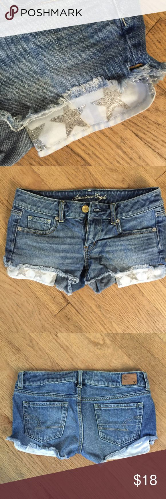 American Eagle Glitter Star Festival Shorts SALE Absolutely adorable festival shorts with glitter stars appliqué on the pockets. Size 4 with a touch of stretch. Perfectly patriotic or just a fun way to stand out! American Eagle Outfitters Shorts Jean Shorts