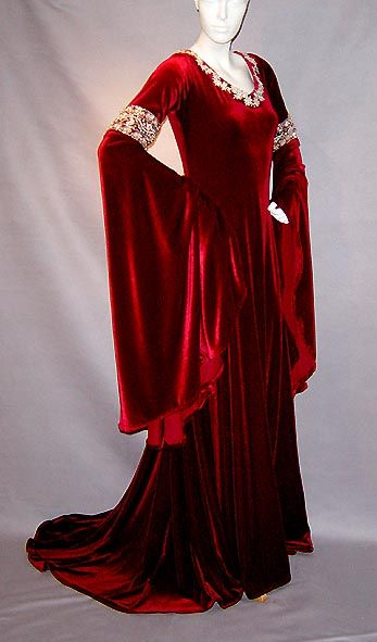 Renaissance dress options inspired by LOTR.  Now, to find a pattern that approximates this.
