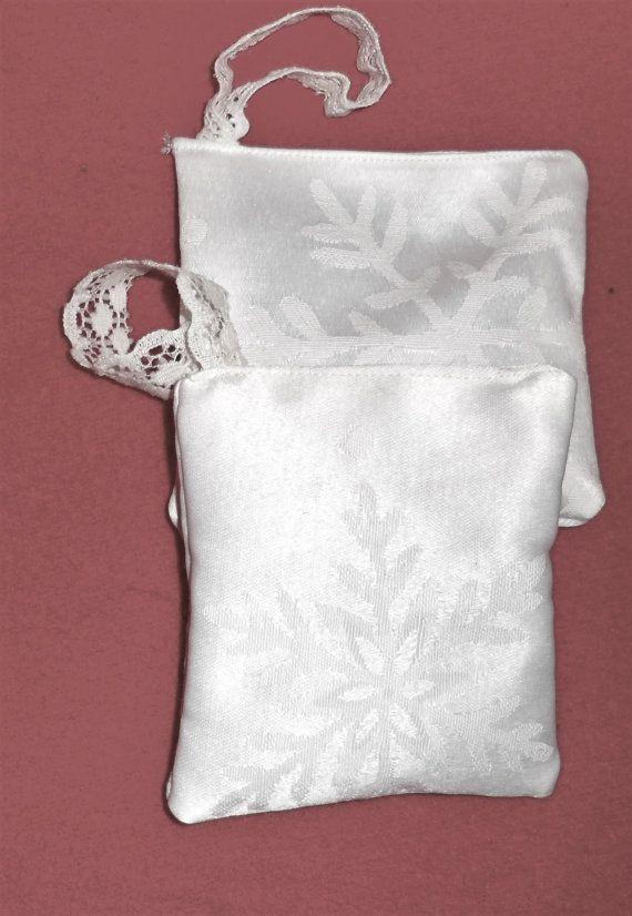 WHITE SNOWFLAKE PRINT Design Hanging Fresh by BAGLADYFROMTHEBAY