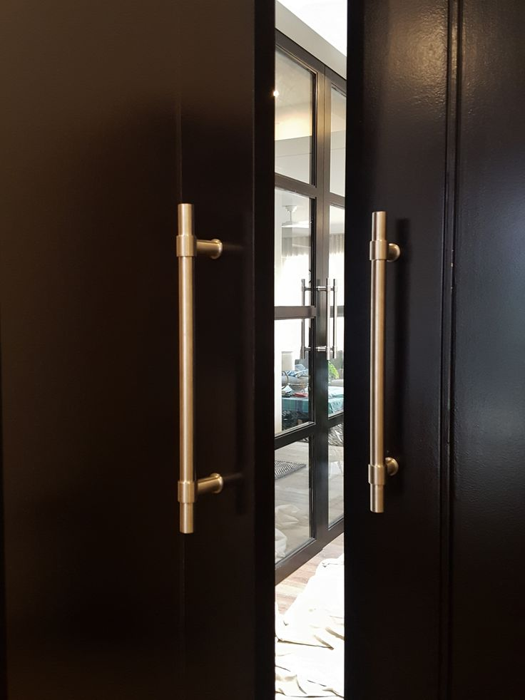 FORMANI - Piet Boon, back to back pull handles in satin stainless steel. Installed by The Tidy Tradie - Lock Carpenter.  #formani #pullhandles #doorhardware #doorfurniture #architecturaldoorhardware #doorhardwareinstaller #lockcarpenter