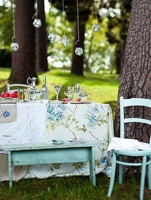 vintage tablecloth picnic table