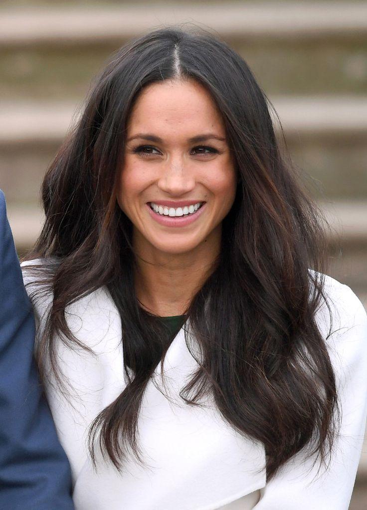 Meghan Markle Surprised Guests By Showing Up At The Queen S Christmas Party Instyle Haarschnitt Frisur Hochgesteckt Haarschnitt Lange Haare