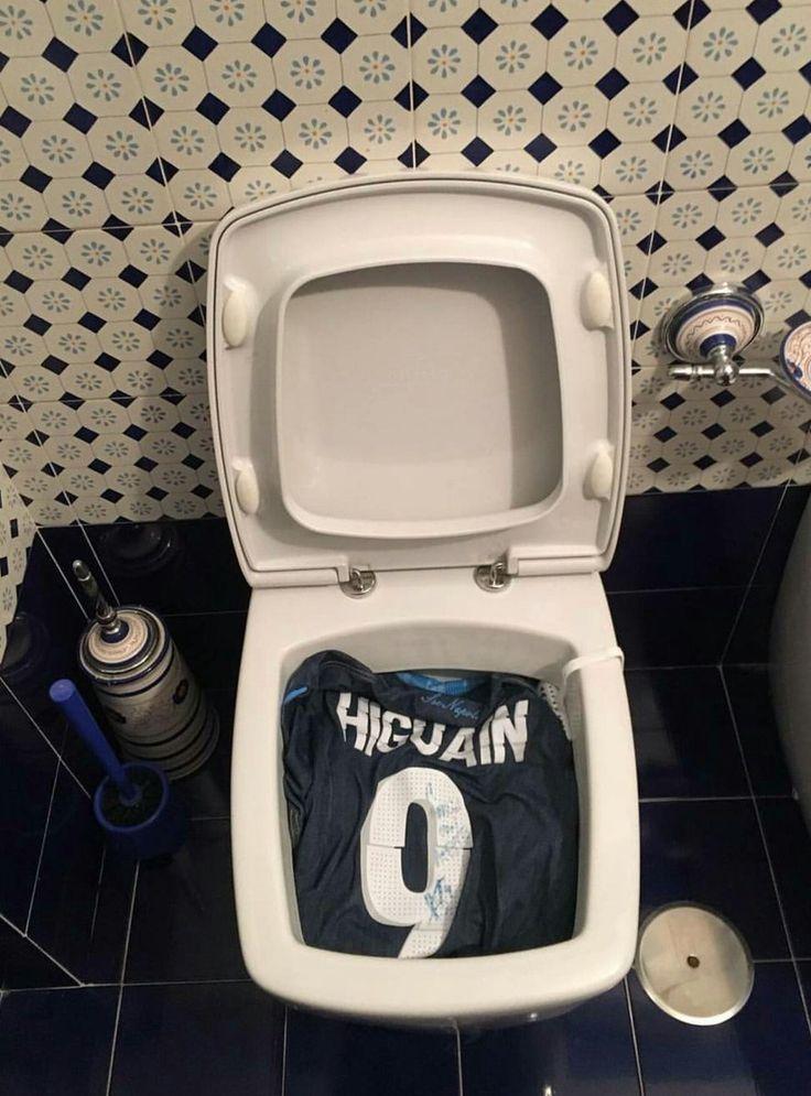 Altro bagno, altra maglietta di Higuain