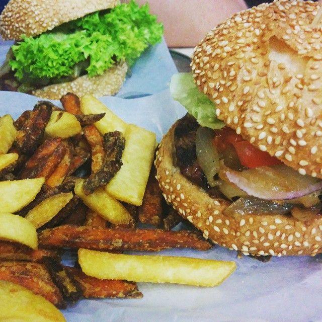 Schiller Burger & Happy weekend!!!!  #burger #berlin #weekend #friday