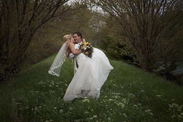 bride and groom, wedding pic ideas