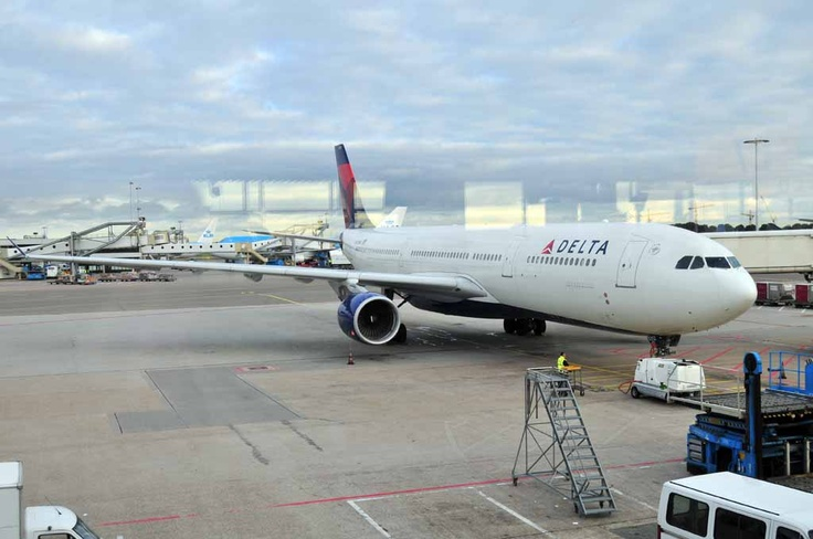 Delta Airlines @ Schiphol airport 2010 ready to go to Detroit