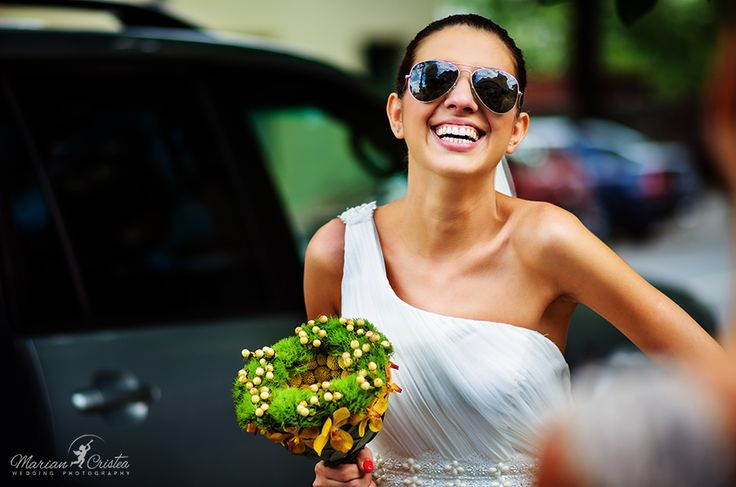A happy bride that says NO NO NO to being common