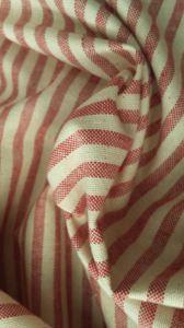 Tessuto in misto #cotone a #righe rosse e bianche.  Firmato #viaroma60  #tessuti #fabrics #stripes #cucitocreativo