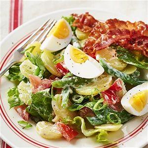 Aardappelsalade met sperziebonen en gebakken spek
