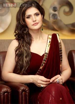 Zarine Khan in Bra Only   Stargaze: Aishwarya Rai, Sonu Nigam receive award and more Movies News ...