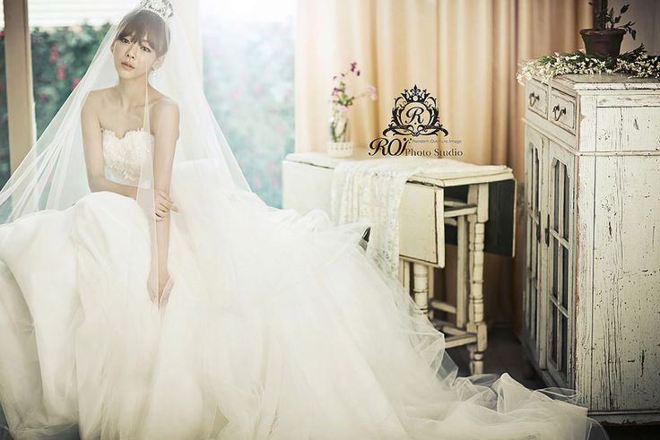 indoor pre wedding photoshoot by Roi studio. Please visit www.roistudio.co.kr to learn more. #roistudio #Koreawedding #Gangnamwedding #bride