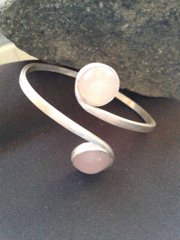Esclava en plata 950 y engaste piedras naturales cuarzo rosa