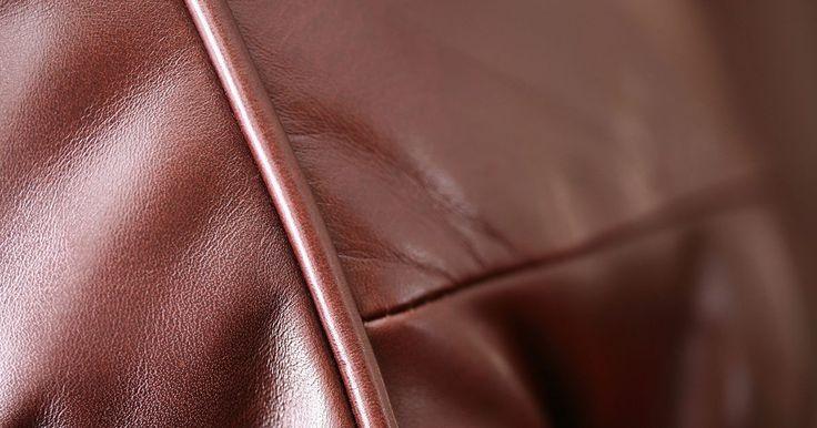 Cómo quitar manchas de tinta de un sofá de cuero. Un sofá de cuero no sólo es un accesorio para tu hogar, sino que también se trata de una inversión. Los muebles de cuero no se desvalorizan así que debes mantenerlos en el mejor estado posible. Por suerte, las manchas de tu sofá no deben ser permanente. Usa los productos adecuados para quitar las manchas de tinta de tu sofá de cuero y preservar la ...