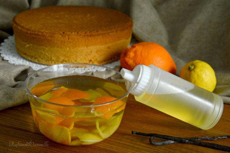 La bagna analcolica per torte è l'ideale per inumidire tutti i vostri dolci, decidete voi il gusto e si prepara in pochi minuti.