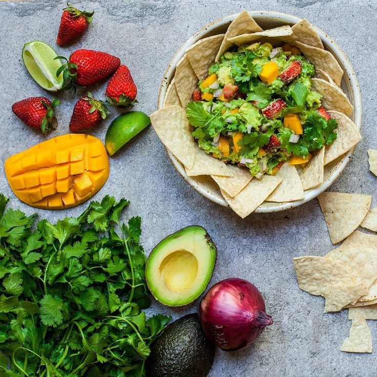 Guacamole Californian style with mango and strawberry. So refreshing delicious and addictive!  PS: check out @beautifulcuisines for more #glutenfree and #vegan recipes. by lumadeline