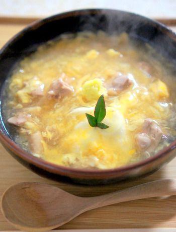 卵と鶏肉のあんかけうどん。生姜をたっぷりとなっていますが、入れ過ぎると胃の刺激になってしまうので体調にあわせて調節しましょう。