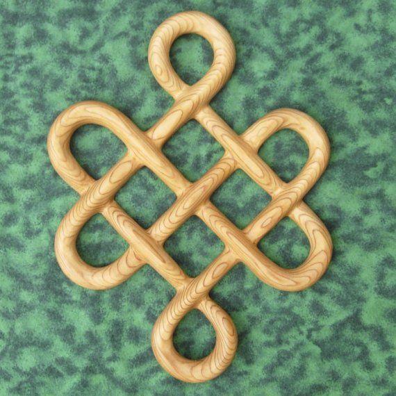 Nudo de la talla de madera de lazos célticos tradicionales de longevidad - larga vida- por signsofspirit