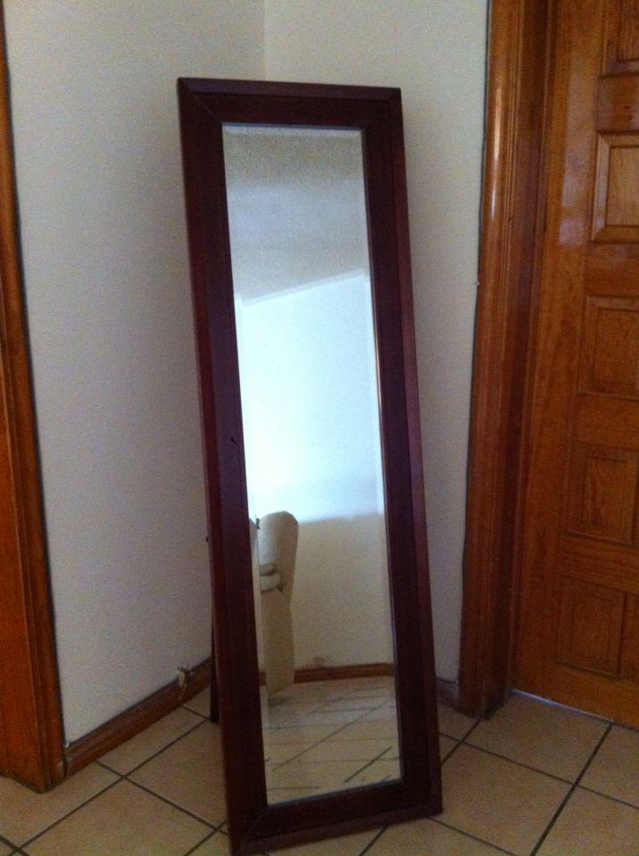 Espejo de cuerpo entero muy til mis muebles for Espejo pared cuerpo entero