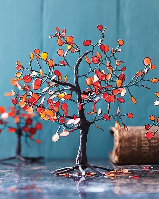 In ons thema herfst, maken we ook deze week leuke herfstprojectjes, om je interieur in een najaarsjasje te steken. Eén van die projectjes zijn volgende mini herfstboompjes in warme herfstkleuren, vallende bladeren inbegrepen.