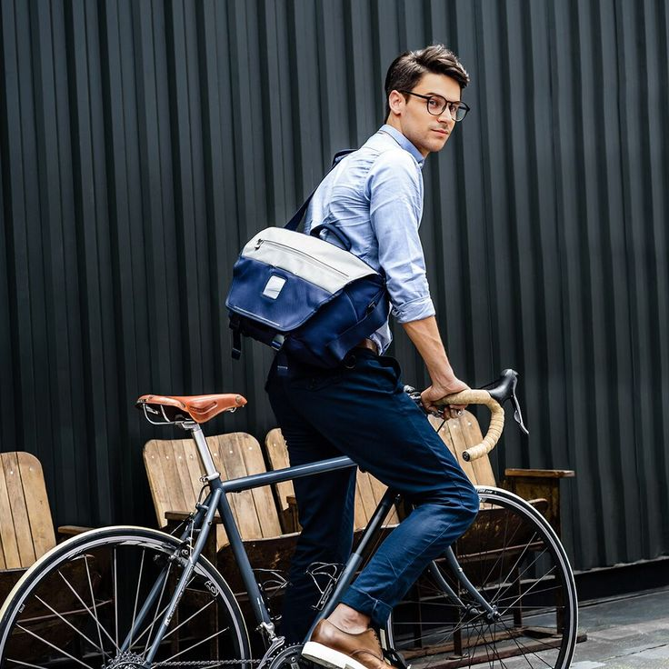 Spring is here and it's time to dust of the old bike! Bring your messenger briefcase from Everki to make it easier to travel with your day to day things 🚲💨  #lifestylestore #spingishere #bike #everkibag #messengerbag #briefcase #instainspo #inspo https://goo.gl/7YTzhJ