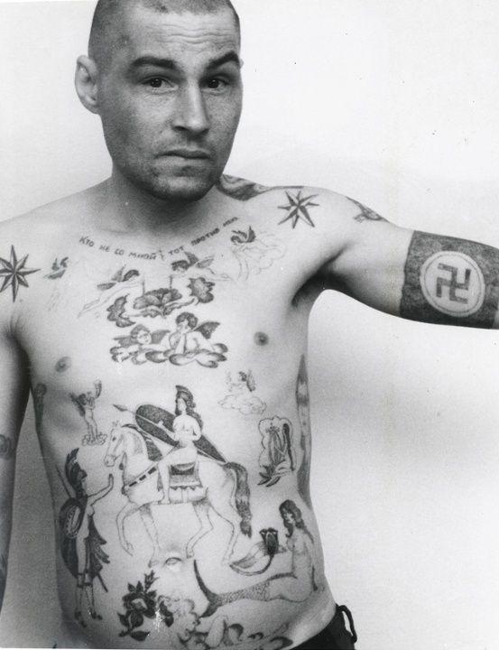 Les symboles nazis Les croix gammées ne sont pas forcément un signe d'appartenance aux idées nazis mais souvent un signe de rébellion face à l'ordre établi. (Parfois ça veut aussi dire que ce sont des gros facho.)