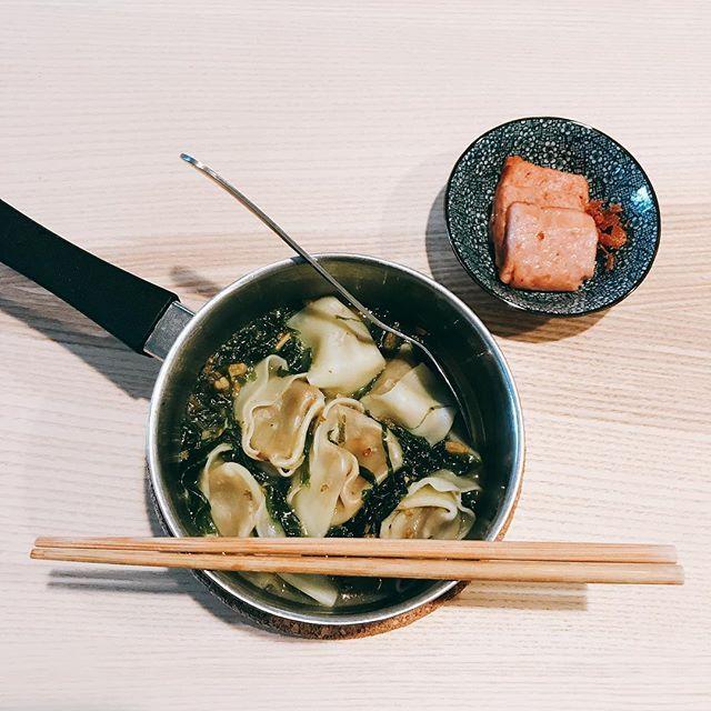 蝦米紫菜餛吞·煎午餐肉 #エビ #海老 #肉 #野菜 #豚肉 #ハム #スープ #美味しい #おいしい #昼ご飯