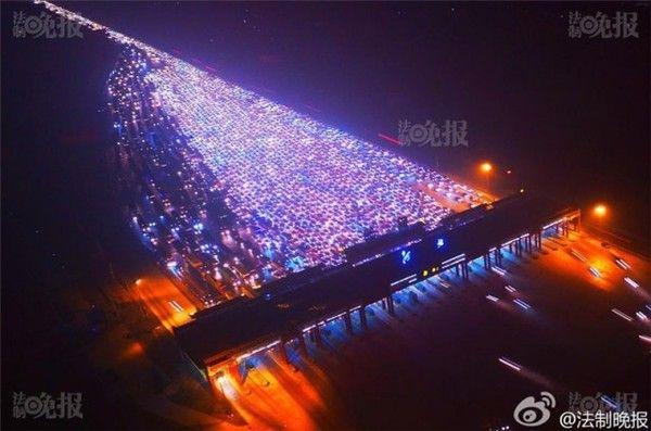 Пробки на скоростном шоссе Пекин-Сянган-Аомэнь в последний день каникул. пробки, Китай, каникулы, праздники закончились, длиннопост