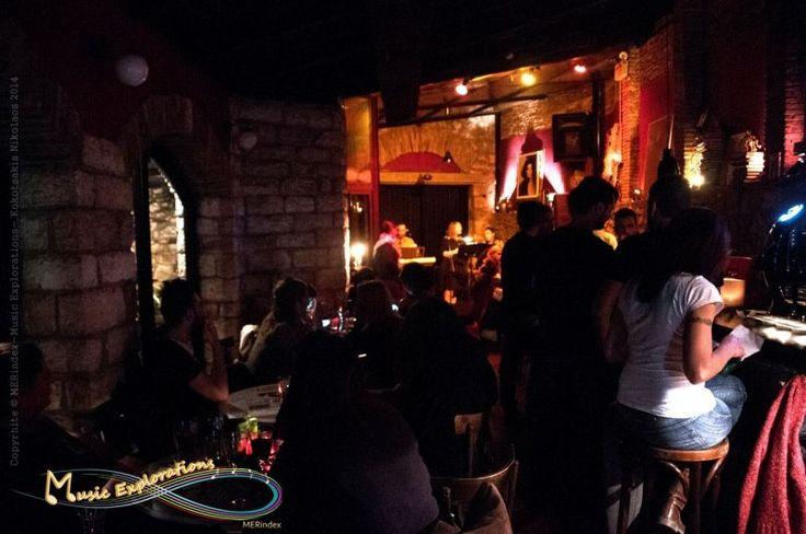 """Το μουσικό σχήμα: Τρίηχο"""", αποτελούμενο από τους:Μαρία Βασιλείου,Διαμαντόπουλο Γιώργο,Ρενάτα Χρυσού,εμφανίστηκε στις 23/10/2014, στο Χυτήριο. (Ιερά οδός 44, Γκάζι).Σε ένα μαγαζί κατάμεστο από κόσμο, ερμήνευσαν γνωστές, παλιές και νέες, Ελληνικές επιτυχίεςΟι """"Μουσικές Εξερευνήσεις"""", (MER Music Explorations), ήταν εκεί και κατέγραψαν το γεγονός."""