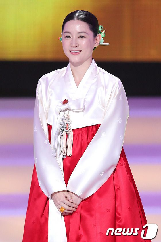Lee Young Ae in red and white hanbok