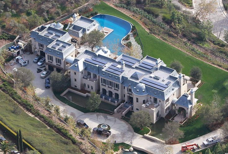 Don't feel too bad for Super Bowl losing quarterback Tom Brady...he gets to go home to this newly built 20 million dollar 22,000 sq ft home in Bel Air, CA - complete with a bridge leading to the main entrance, lagoon shaped pool, solar panels, and a supermodel wife. After crunching the numbers, all this makes losing in the Super Bowl about 13.5% less painful.