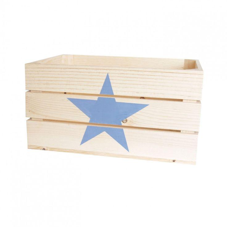 Esta bonita caja de madera para guardar juguetes y libros nos recuerda a las antiguas cajas de fruta vintage aunque la estrella pintada a mano le da un toque moderno muy actual. Se acabaron los juguetes y trastos desperdigados por la habitación. Ahora