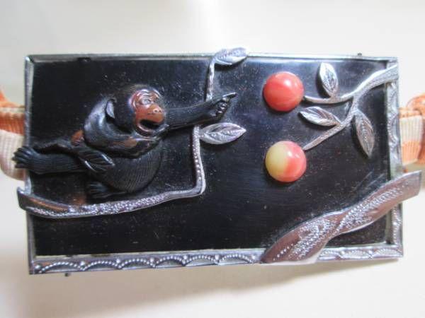 【江月】アンティーク・大振りな彫金細工柿の木と猿の帯留め_画像1