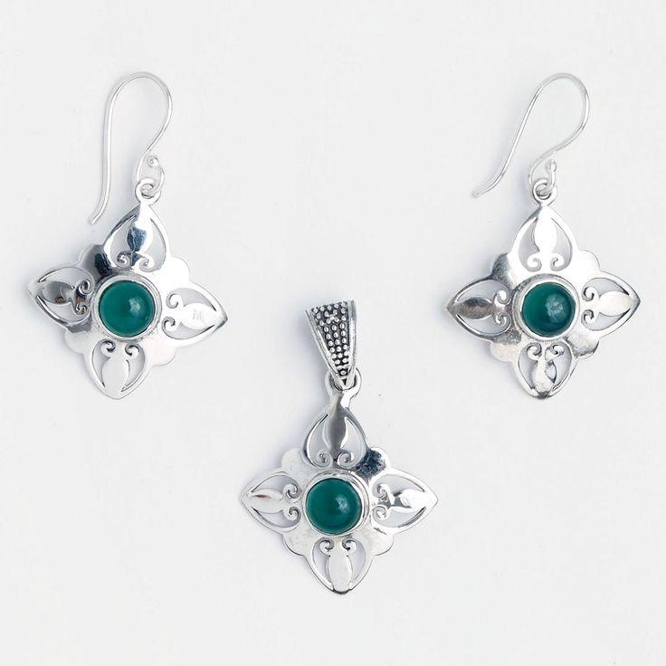 Set cercei și pandantiv Nashik, argint și onix verde, India #metaphora #jewellery #jewelryset #silver #earrings #greenonyx #onyx #india