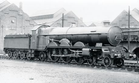 The Great Bear: the solitary GWR Pacific, sadly rebuilt as as Castle.