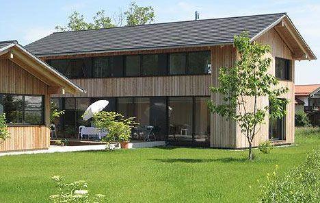 Profilbretter schützen Wandkonstruktion und Dämmung vor Wind und Wetter. Holzhaus