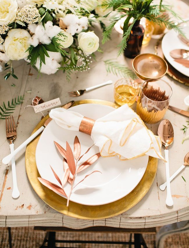 18 Unexpected Color Palettes for Your Friendsgiving or Thanksgiving Table
