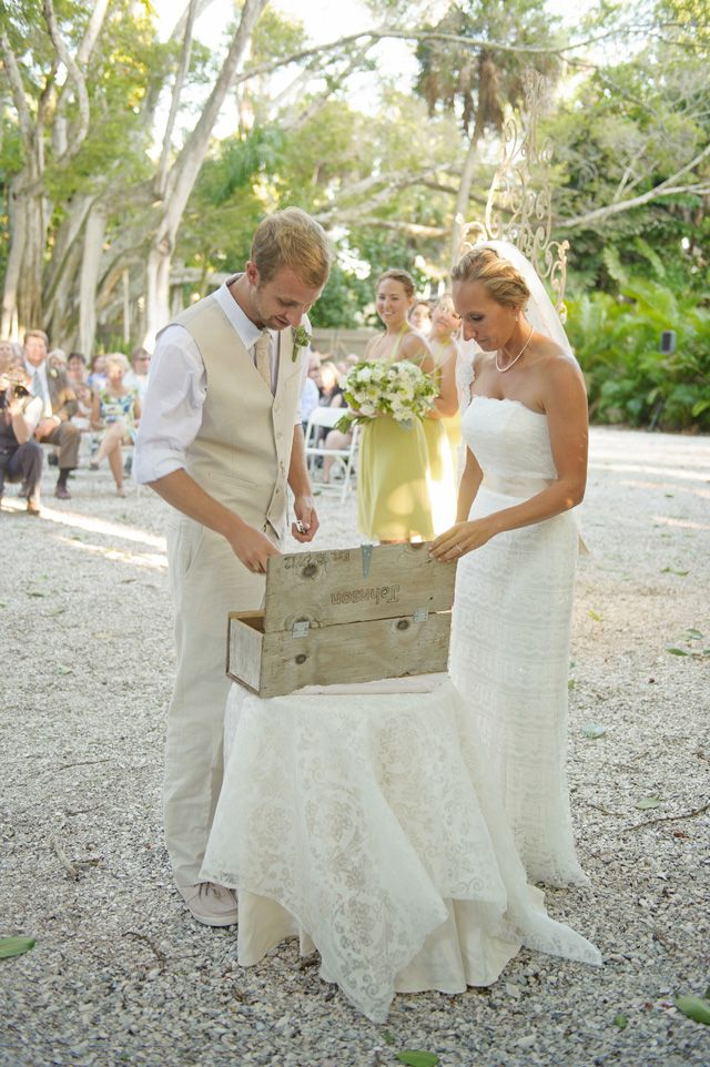 Time capsule during the wedding ceremony, photo by luminairefoto.com