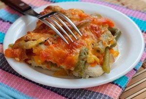 Рецепт №1: Куриное филе с овощами в духовке под сыром