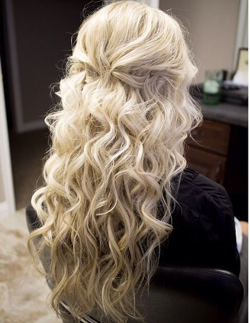 Beach waves and half up half down | Hairstyles | Pinterest ...