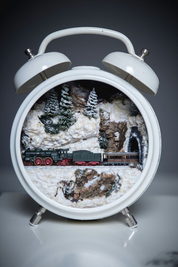 Train in an alarmclock #xmas #christmas #diorama #train #alarmclock #locomotive #diy #handmade #homedecor We created this diorama