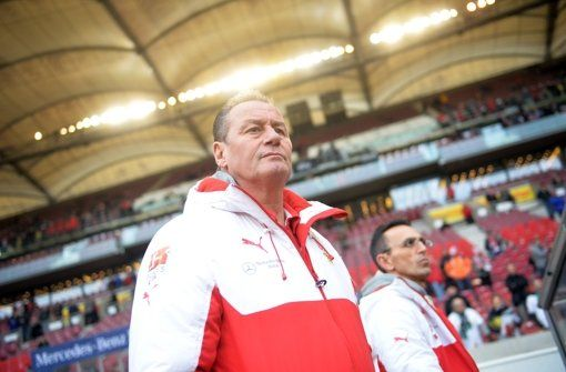Stuttgart gegen den FC Bayern: VfB als krasser Außenseiter - Für den VfB Stuttgart steht am Samstag (15.30 Uhr) gegen den FC Bayern München ein denkbar aussichtsloses Bundesliga-Heimspiel an. Auch Huub Stevens ist wenig optimistisch. http://www.stuttgarter-zeitung.de/inhalt.stuttgart-gegen-den-fc-bayern-vfb-als-krasser-aussenseiter.0d5acf82-9513-4bf3-a4f8-17fb0db50102.html