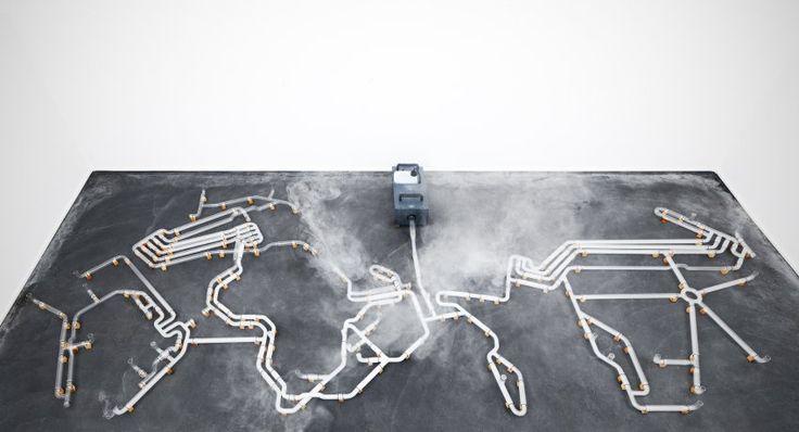 """Die Transmediale ist ein Gemeinschaftsprojekt der Kulturprojekte Berlin GmbH und dem Haus der Kulturen der Welt. Sie wird seit 2004 von der Kulturstiftung des Bundes gefördert. Im Bild: """"An Internet"""" von Jeroen van Loon."""