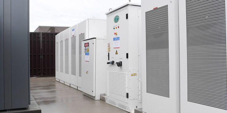 "Large US electric utility Southern Company starts deploying Tesla Powerpacks - ""They inaugurated the new 250 kW/1 MWh Tesla Powerpack system at Gulf Powers Douglas L. McCrary Training and Storm Center in Pensacola Florida."" http://ift.tt/2sZkUTm"